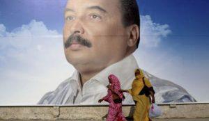 Une affiche pr sident mauritanien sortant Mohamed Ould Abdel Aziz 300x174 - Mauritanie, les dix personnalités qui ont marqué 2017