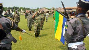 Ali Bongo en treillis 300x169 - Gabon, une junte militaire en costume cravate