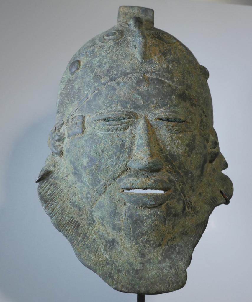 Masque Djenné 854x1024 - Restitution par la France du patrimoine africain