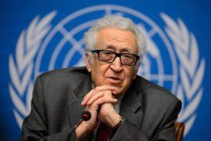 615001 le mediateur de l onu lakhdar brahimi lors d un point de presse au 3e jour des discussions sur la sy 300x200 - MBS vient demander une médiation à l'Algérie