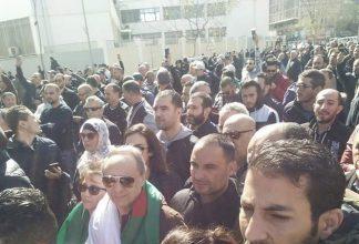Algérie, la télévision publique couvre les manifestations du 15 mars