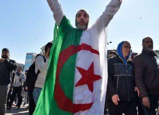 La France tétanisée face à la crise algérienne